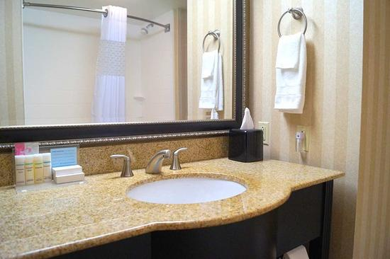 Altoona, PA: Guest bathroom