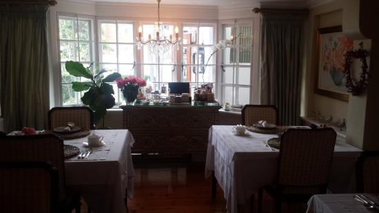 The Neuk Guest House: Dining area with vast breakfast options