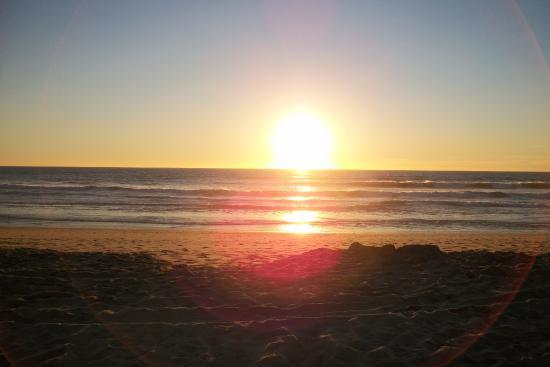 Carlsbad Inn Beach Resort: sunset form Inn