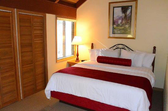 Big Canoe, GA: King Bedroom at Petit Crest