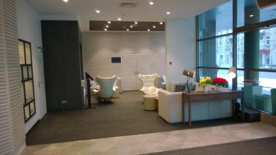 Holiday Inn Vilnius: лобби
