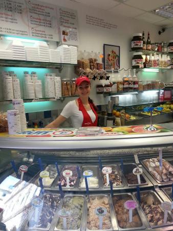 Fruit&ice-cream via san lorenzo !!!! Delizie x tutti