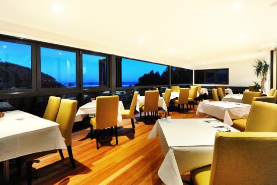 BreakFree Aanuka Beach Resort: Restaurant