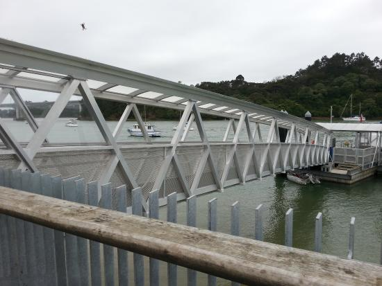 Hobsonville, Nouvelle-Zélande : Bridge to access the ferry