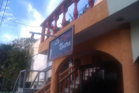 La Pizza Nostra puerto morelos pizza restaurant