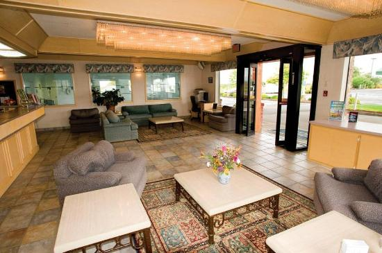 Shilo Inn Suites - Warrenton: Lobby view