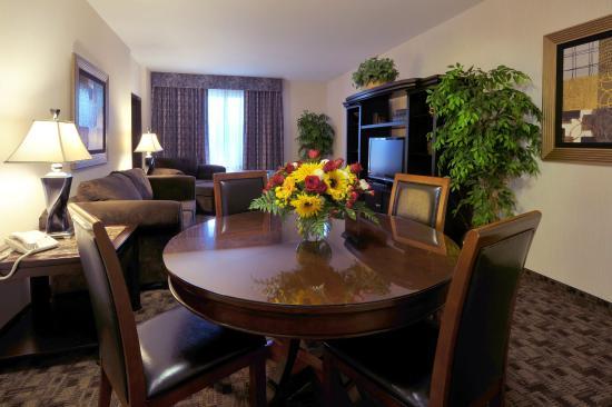 Shilo Inn Suites Hotel - Portland Airport: Apartment Suite