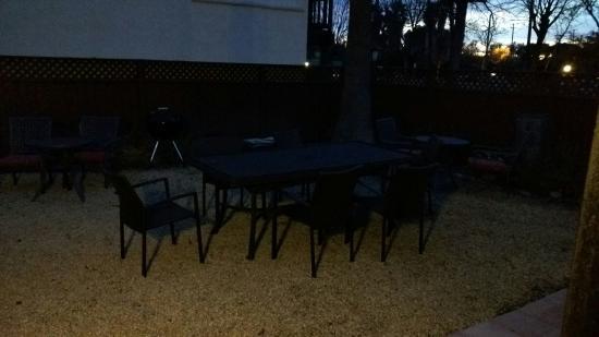 Ojai, Californie : Our Room, Breakfast Area, and Courtyard Patio