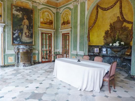 Pendule aux 14 heures foto van villa arnaga cambo les for Pendule salle a manger