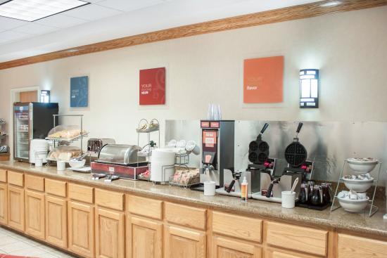 Comfort Suites Airport: Breakfast