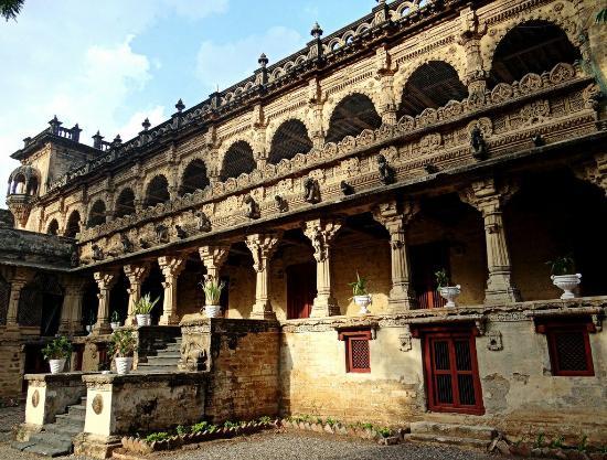 Madhubani, Ινδία: Naulakha Palace