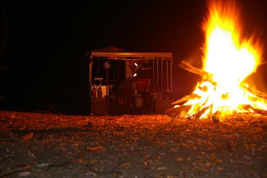Sandytown River Cruises: A small campfire