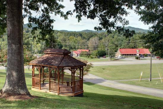 Highland Manor Inn & Conference Center: TNFront Gazebo