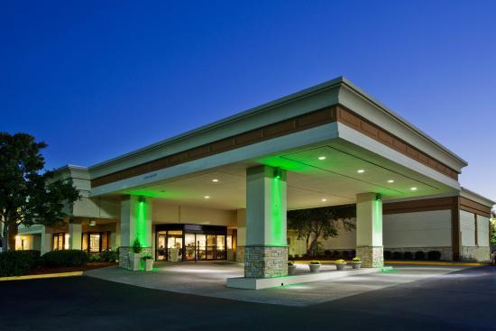 Holiday Inn Columbus North I-185: Hotel Exterior- Night View