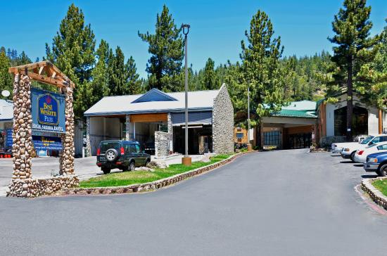 Best Western Plus High Sierra Hotel: Exterior