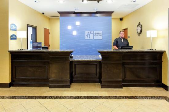 Cookeville, TN: Front Desk