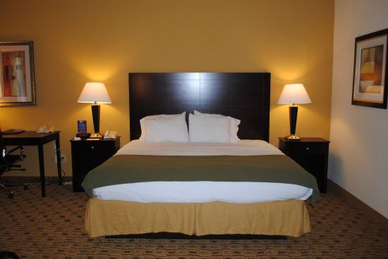 Boonville, MO: King bed