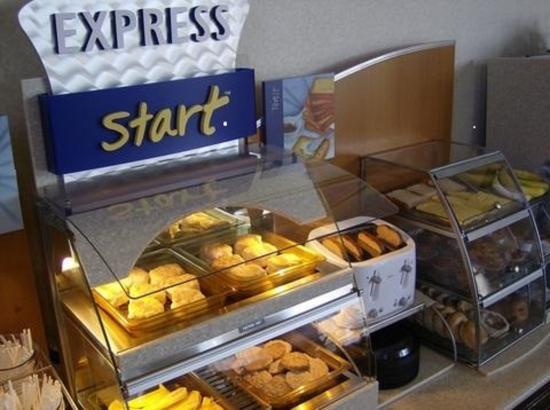 Holiday Inn Express Greenwood: Hot Breakfast Bar