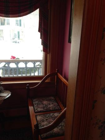 Ludlow, VT : Seating in front door area