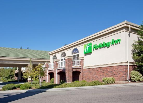 Holiday Inn Auburn: Hotel Exterior