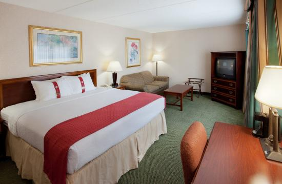 Holiday Inn Salem (I-93 at exit 2): King Bed Guest Room with large work space.