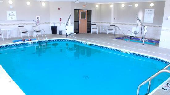 Swimming Pool  - Holiday Inn Express Jamestown