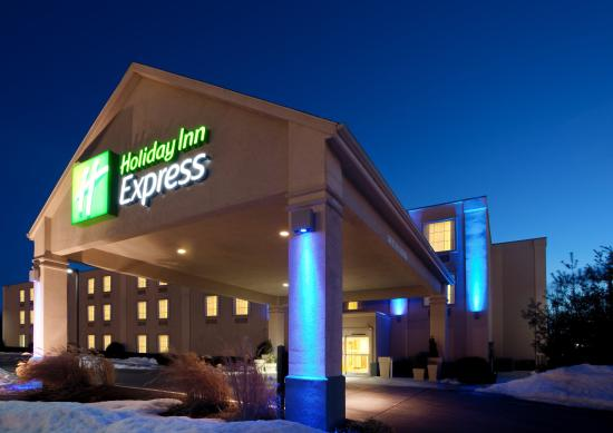 Holiday Inn Express Hanover : Hotel Exterior