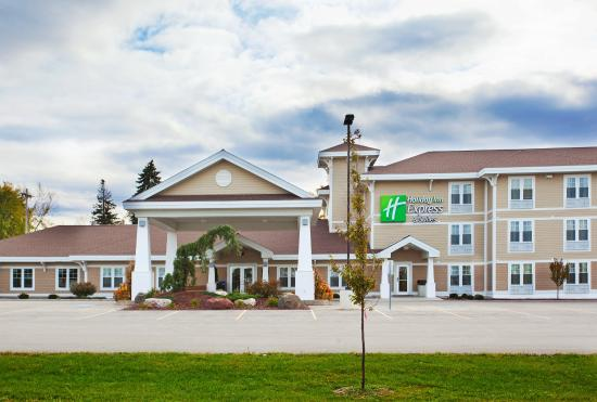 Iron Mountain, MI: Hotel Exterior