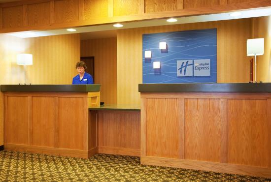 Iron Mountain, MI: Front Desk