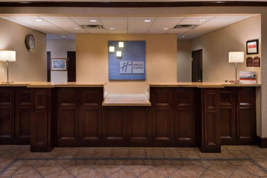 Holiday Inn Express Big Spring: Front Desk