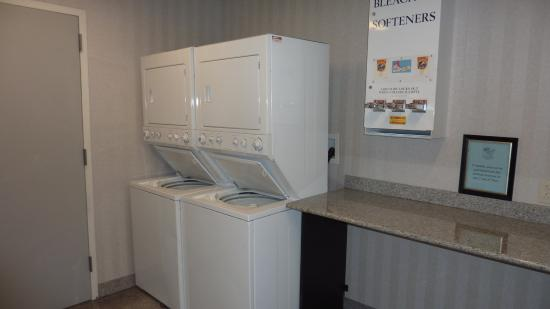 Holiday Inn Express: Laundry Facility- Free for all guests