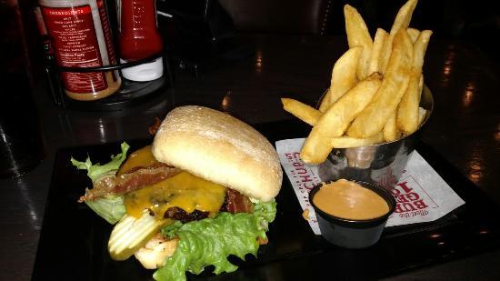 Salem, Орегон: Good bacon burger