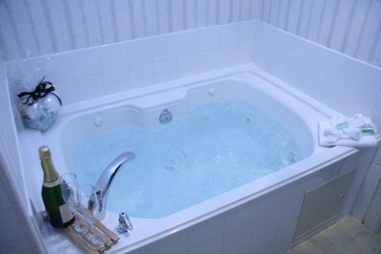 Selma, CA: Honeymoon Suite Jacuzzi