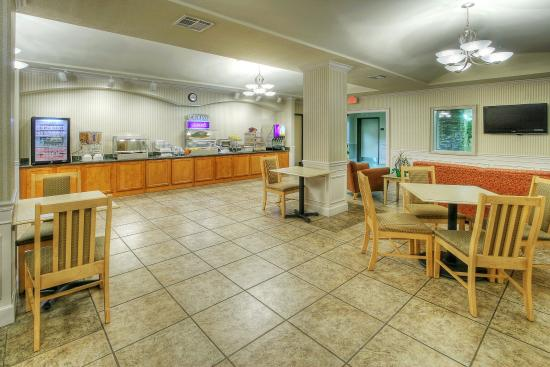 Holiday Inn Express Hotel and Suites: Breakfast Bar