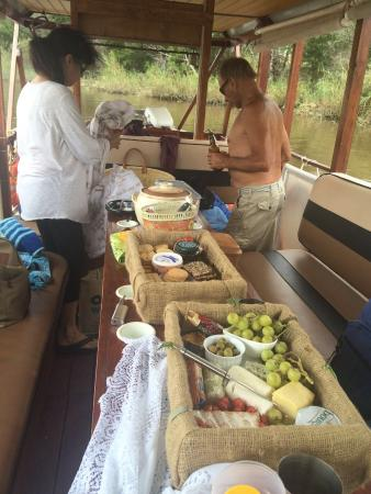 Malagas, Zuid-Afrika: Cheese baskets aboard Fish Eagle Boat Cruises