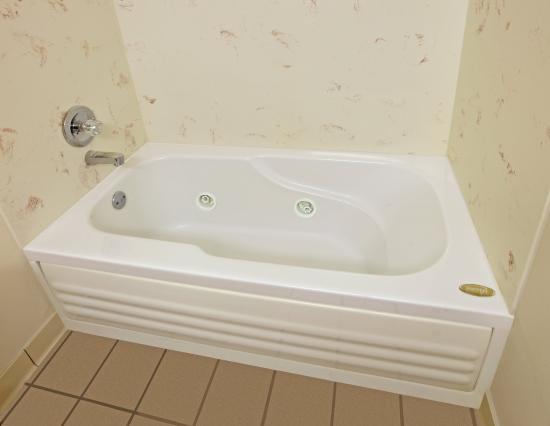 Hope, AR: Guest Bathroom