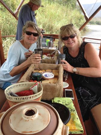 Malagas, Zuid-Afrika: A lovely day with guests from the UK & Cape Town. Fishing, cheese platters, curry bunny chows ,