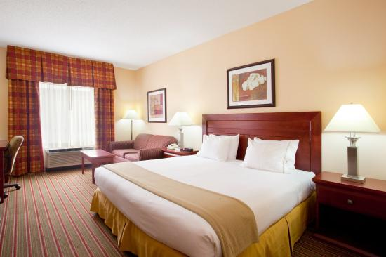 Bourbonnais, IL: King Bed Guest Room