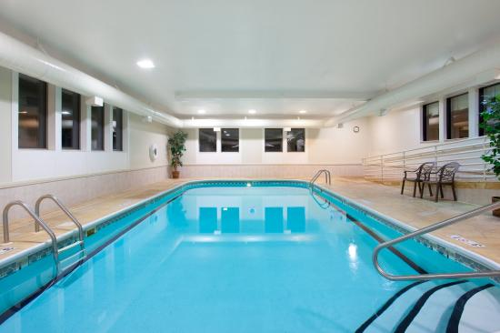 Bourbonnais, IL: Swim in our indoor pool after visiting Perry Farm