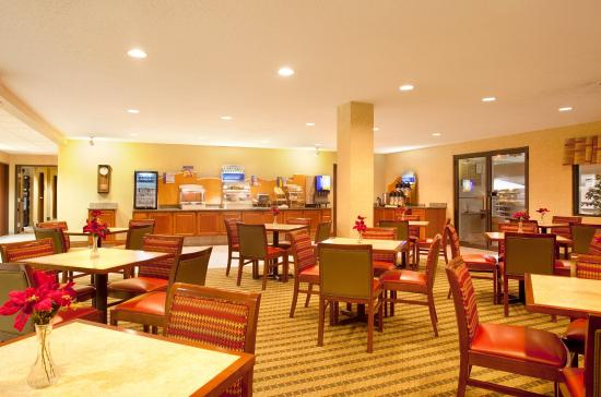 Bourbonnais, IL: Enjoy complimentary breakfast while here for Olivet U.
