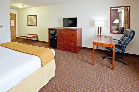 Grandville, MI: King Bed Guest Room
