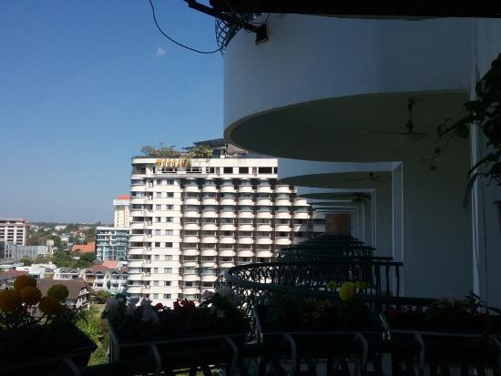 Hillside Plaza & Condotel 4 : View Mountain side looking to attached Furama Hotel