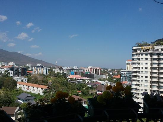 Hillside Plaza & Condotel 4 : View to Doi Suthep Mountain