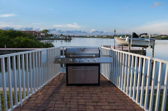 Legacy Vacation Resorts-Indian Shores: Grilling Area