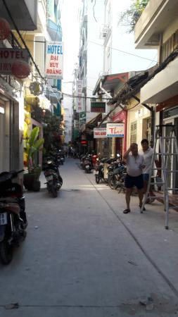 Giang Son Guesthouse: Street
