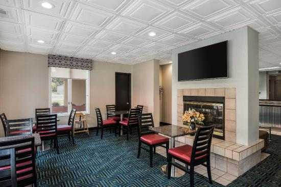 Econo Lodge: Breakfast Seating