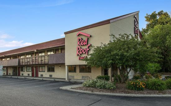 Red Roof Inn Detroit – Dearborn/Greenfield Village: Exterior Night2