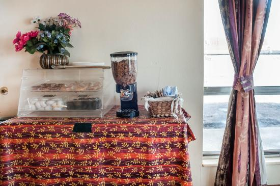 Economy Inn Gallup: Breakfast area