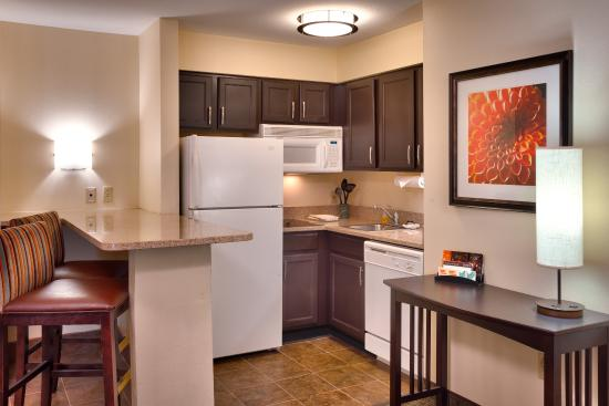 Peoria, IL: Enjoy even more space in our one or two bedroom suites
