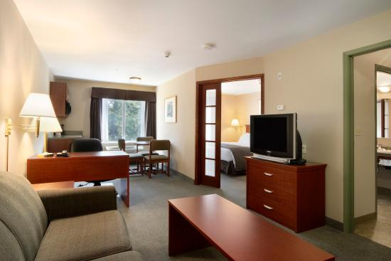 Days Inn Thunder Bay North: One Bedroom Suite